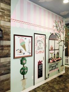 ice-cream-parlor-1