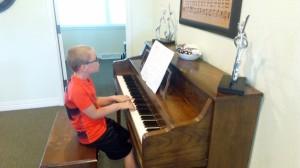 kid-piano-1
