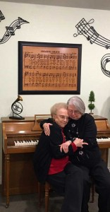 mother-daughter-piano